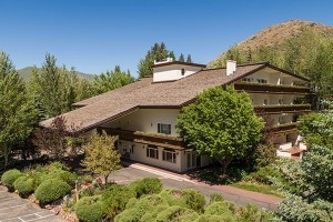 Knob Hill Inn-Sun Valley's Premier Boutique Hotel :: Seeking a Sun Valley adventure complete with hiking, fishing, rafting or biking? You'll love our on-demand shuttle service, on-site dining and luxurious guestrooms.